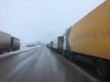 РФ частково призупинила пропуск вантажівок з України, на кордоні утворилися черги